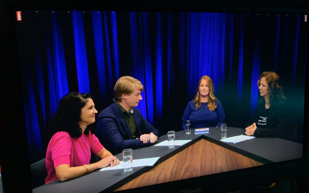 A round table in the MOOC